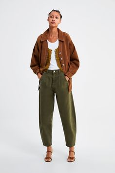 How to wear Slouchy jeans? What do Slouchi jeans go with? Fashion tips from stylists and looks with Slouchy jeans. Jeans With Heels, All Jeans, Casual Jeans, Wide Leg Jeans, Jeans Style, Pantalon Slouchy, Slouchy Pants, Pantalon Large, Beste Jeans