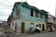 Los barrios de invasión y los desalojos son una problemática muy común en Colombia y Latinoamérica. http://www.elespectador.com/files/imagecache/560_width_display/images/mar2009/d3a9cab8538358149fbdec8726921565.jpg