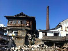마산 장군동에 있었던 삼광청주공장의 일부가 철거되는 언타까운 장면