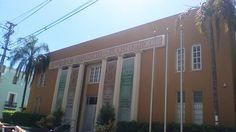 Cámara de Comercio de Puerto Rico 10:05, no se encontraban las banderas en el edificio, siguen las leyes de las banderas en cuanto a quitarla los días no laborable en ese edificio.