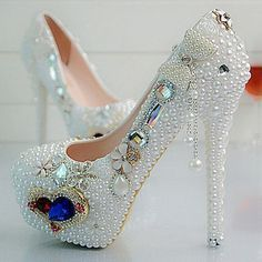 Wonderful 50 Sparkling Bling Shoes For Night Party Ideas Pearl Shoes, Bling Shoes, Fancy Shoes, Glitter Shoes, Pretty Shoes, Crazy Shoes, Women's Shoes, Shoes 2017, Pump Shoes