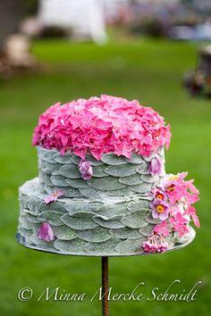 Floral Foam, Floral Cake, Arte Floral, Small Flower Arrangements, Small Flowers, Flower Room Decor, Wedding Hall Decorations, Modern Floral Design, Deco Nature