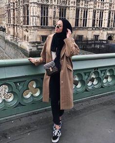 15 more hijab fashion elegant winter # hijab mode eleganten winter Modern Hijab Fashion, Street Hijab Fashion, Hijab Fashion Inspiration, Muslim Fashion, Modest Fashion, Fashion Outfits, Style Fashion, Hijab Casual, Hijab Chic