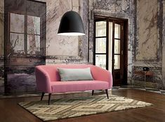DECORA CON ROJAS: Pon un sofá rosa en tu vida.