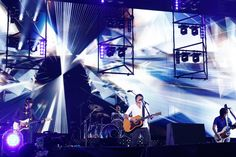 「Mr.Children Stadium Tour 2015 未完」の様子。(撮影:石渡憲一 / 写真は神奈川・日産スタジアム公演時のもの)
