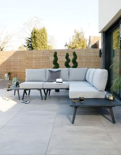 Bali Garden Corner Sofa The Bali modular garden sofa gives you total freedom to create your dream lounging situation. Corner Dining Bench, Corner Sofa Garden, Corner Seating, Garden Dining Set, Garden Sofa Set, Garden Chairs, Corner Sofa Modern, Outdoor Seating, Outdoor Decor