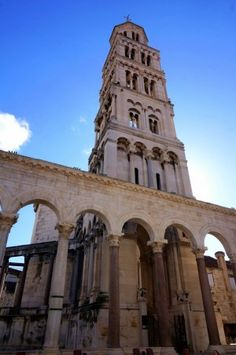 great site with advice on what to do / where to eat / sleep / ferries / car rental in split