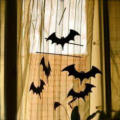 halloween decoration diy - un mobile pour halloween Diy Halloween Decorations, Blog, Free, Home Decor, Decoration Home, Room Decor, Blogging, Home Interior Design, Home Decoration