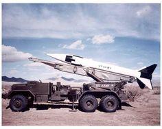 MGR-1 オネスト・ジョン 冷戦期アメリカの戦術核ミサイルだ。少人数用のデイビーばっかりネタにされるけど冷静に考えると歩兵師団ごときが核兵器を運用するのも頭おかしいよなぁ。編成についてはペントミックでググれ、そして編成沼にハマれ。