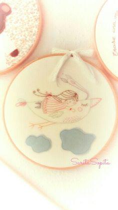 Nunca dejes de soñar. .. no pierdas la ilusión :) Cross Stitch Hoop, Embroidery Hoop Art, Baby Gifts, Applique, Names, Gift Ideas, Punto De Cruz, Human Figures, Illusions