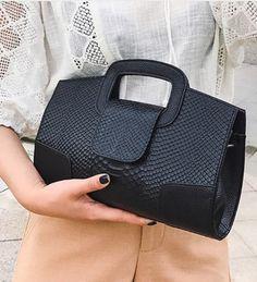 Class Black Shoulder Bag with Small Wallet Included – Purses And Handbags Diy Diy Bags Purses, Purses And Handbags, Cheap Purses, Cheap Handbags, Handbags Online, Purses Boho, Prada Purses, Latest Handbags, Fabric Purses