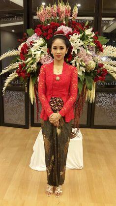 #kebaya #kutubaru #engagement #lamaran Kebaya Lace, Kebaya Brokat, Kebaya Dress, Batik Kebaya, Modern Kebaya, Indonesian Kebaya, Javanese Wedding, Kebaya Muslim, Batik Fashion