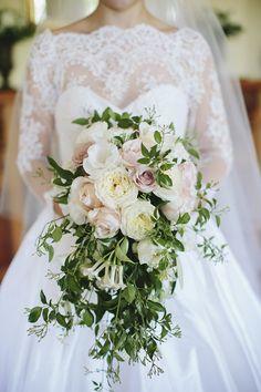 Cascading bouquet. Photography: Merge Photography - www.mergephotography.com.au