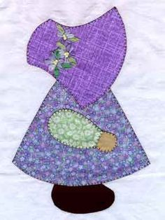 I had a Sunbonnet Sue quilt my Grandma made for me. I remember the blanket stitched edges of all the applique pieces. Applique Templates, Applique Patterns, Applique Quilts, Applique Designs, Embroidery Designs, Doily Patterns, Paper Embroidery, Quilt Designs, Sewing Patterns