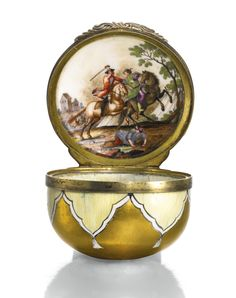 A PORCELAIN AND ENAMEL SNUFF BOX, POSSIBLY IMPERIAL PORCELAIN FACTORY, ST PETERSBURG, MID 18TH CENTURY