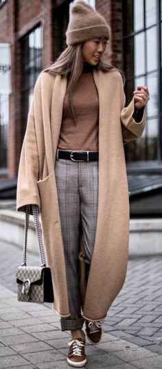 Trendy winter outfit hat plus nude coat plus top plus bag plus pants Nude Outfits, Outfits With Hats, Summer Fashion Outfits, Trendy Outfits, Trendy Fashion, Minimal Fashion, Work Outfits, Style Fashion, Winter Coat Outfits