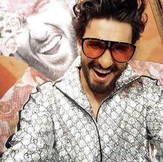 Ranveer Singh  #FASHION #STYLE #SEXY #BOLLYWOOD #INDIA #RanveerSingh Bollywood Couples, Bollywood Stars, Bollywood Celebrities, Bollywood Actress, Celebrity Fashion Looks, Celebrity Style, Ladies Vs Ricky Bahl, Aditya Chopra, Sanjay Leela Bhansali