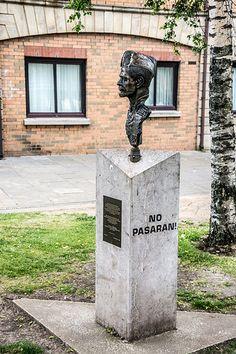 Spanish Civil War Memorial - Writer's Square (Belfast)