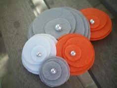 Simple, stylish felt flower inspiration.  From NoPlainTs on Etsy.  These are super easy to make, and look really cute.