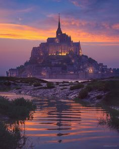 Mesmerized by the watercolors of Mont St. Michel What do you think is the most magical spot in France? On est hypnotisé par les couleurs aquarelles du Mont-St-Michel. A votre avis quel est le lieu le plus charmant en France ? Mont Saint Michel France, Le Mont St Michel, Best Vacation Destinations, Best Vacations, Beautiful Castles, Beautiful Places, Wonderful Places, Places To Travel, Places To See