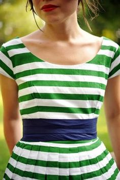 kelly green + navy + stripes. So cheerful, crisp, and clean.