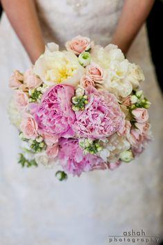 Ramo de #dama sencillo en rosa, amarillo y verde / #Bridesmaids bouquet in pinks and yellows