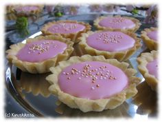 Isun bebe-leivokset by Kinuskikissa. Baking Recipes, Cake Recipes, Finnish Recipes, Bakewell Tart, Baking And Pastry, Something Sweet, Yummy Cakes, Fudge, Sweet Tooth
