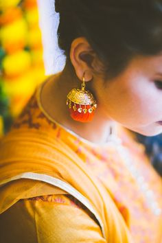 """A touch of Orange and a dash of Gold, the traditional """"lottan"""" ear ring quintessential Punjabi ear accessory #photozaapki #weddingphotography #indianbride #punjabibride #mehandi #allthingsbridal #bridalblings"""