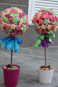 totally want to eat that :D Candy Trees, Candy Flowers, Candy Centerpieces, Bar A Bonbon, Sweet Trees, Chocolate Bouquet, Party Decoration, Candy Bouquet, Fiesta Party