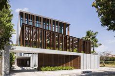 Gallery of Louvers House / MIA Design Studio - 1