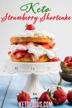 Everyone will love this old fashioned summertime classic keto dessert! This keto strawberry shortcake recipe starts with a gluten-free shortcake and layered with homemade whipped cream and fresh juicy strawberries. Summertime and strawberries go hand in hand. Usually when the weather warms up and the sun is out, I like to make keto strawberry shortcake. | KetoFocus @ketofocus #ketostrawberryshortcake #ketosummerdesserts #ketopartydesserts #easyketodesserts #ketofocus Keto Dessert Easy, Low Carb Dessert, Keto Desserts, Dessert Recipes, Baking Recipes, Strawberry Shortcake Recipes, Strawberry Desserts, Keto Holiday, Holiday Recipes