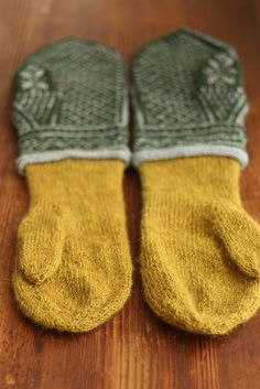 it'll be a while before i can manage this kind of project; can't wait to make these Knitting Help, Loom Knitting, Knitting Stitches, Knitting Socks, Knitting Patterns, Knitted Mittens Pattern, Crochet Mittens, Knitted Gloves, Knit Crochet