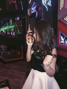 Emo Anime Girl, I Love Pic, Night Bar, Profile Pictures Instagram, Ulzzang Korean Girl, Sad Girl, Swag, Aesthetic Girl, I Fall In Love