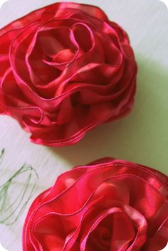 happenstance home: Pulled-Wire Ribbon Rose Tutorial