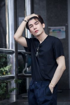 Mew and Gulf, two different personality. One, popular boy another one is nerd boy. Their fate was crossed when Gulf enter Mew class. Asian Boys, Asian Men, What The Duck, Cute Gay Couples, Cute Actors, Thai Drama, E Type, Asian Actors, Drama Movies