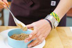 Super Naturelle est le premier atelier de cuisine bio, végétale et locavore à Paris où Ôna Maiocco, auteur culinaire, transmet sa sensibilité, sa créativité et tout son savoir-faire à travers des cours uniques.