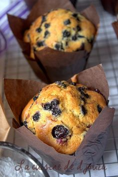 big muffins blueberry extra soft, hyper greedy and easy. I got 12 good and big muffins like those of Starbucks but without the crumble Cupcakes, Cupcake Cookies, Madeleine Cake, Starbucks, Graduation Desserts, Lemon Muffins, Cake Factory, Blue Cakes, Healthy Muffins