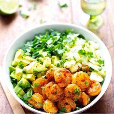 Shrimp and Avocado Salad with Miso Dressing - Pinch of Yum - This spicy shrimp and avocado salad has cucumbers, spinach, shrimp, and avocado with a creamy miso dressing. Shrimp and Avocado Salad with Miso Dressing – Pinch of Yum Shrimp Avocado Salad, Avocado Salat, Spinach Avacado Salad, Spicy Shrimp Salad, Fried Shrimp, Tuna Salad, Miso Dressing, Avocado Dressing, Dressing Recipe