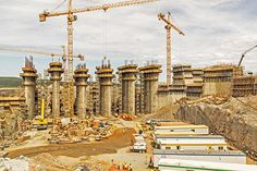 The Muskrat Falls Hydroelectric Generating Facility on the Lower Churchill River in the province of Labrador, once operational, will power homes and businesses across the Canadian provinces of Newfoundland and Labrador. The hydroelectric power plant consists of a generating plant, four turbines, a central dam and adjoining north and south dams. Doka provided formwork solutions to cope with the sub-zero weather conditions.