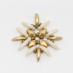Tutoriel DIY étape 2 boucles d'oreilles printemps avec perles en verre Ava beads, crescent beads, toho beads et cristaux Swarovski