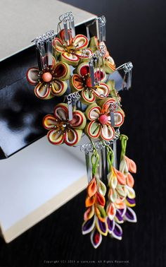 Japanese hair accessory for kimono, Kanzashi by Himeko つまみ細工「春告姫」 This is a Japanese traditional crafts that use the silk, is a hair ornament and Accessories  was designed flowers. ●silkartHIMEKO facebookpage https://ja-jp.facebook.com/himekosilkart  ●silkart HIMEKO URL http://www.himeko-silkart.com/  #tsumami #japan #handmade #art #craft #pretty #cute #hairaccessories #DIY #flowers #silk #kanzashi