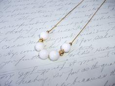 White coral bead gold chain necklace de la boutique BijouxdeBrigitte sur Etsy