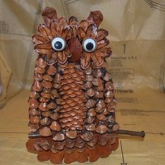 Pinecone Owl Door or Wall Decoration Acorn Crafts, Bird Crafts, Nature Crafts, Pine Cone Art, Pine Cone Crafts, Pine Cones, Owl Pictures, Owl Photos, Craft Items