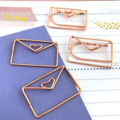 Happy Mail Planner Paper Clips Set of 4 Envelope Letters Accessories Page Marker by Hobbyhoppers on Etsy Wire Bookmarks, Bookmark Craft, Cute Stationery, Stationary, Rose Gold Paper, Diy Projects For Bedroom, Handmade Wire Jewelry, Envelope Lettering, Handmade Birthday Cards