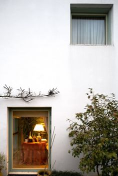 Since 1998 the Web Atlas of Contemporary Architecture Portugal, Inside Outside, Contemporary Architecture, Windows And Doors, Home Goods, Villa, House Styles, Outdoor Decor, 1980