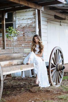 EDITORIAL: LAIDBACK BRIDE // #wedding #bride #bridal #dress #lace #ruedeseine #crochet #laidback #fashion #editorial