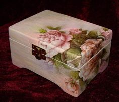 Discover thousands of images about Vintage romantic decoupage Decoupage Vintage, Decoupage Wood, Decoupage Tutorial, Decoupage Furniture, Decoupage Ideas, Altered Boxes, Altered Art, Painted Boxes, Keepsake Boxes