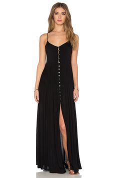 Indah Uma Pleat & Button Maxi Dress em Preto | REVOLVE