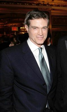 """Notable primarily for being the first man Carrie hooks up with onscreen in season one (""""Should we have sex like men?"""") as well as having straight-up shark face, Kurt's (actor Bill Sage's) existence was fleeting. He was there, and then he was gone, leaving only the lingering scent of Drakkar Noir and foreign venereal diseases in his wake.Verdict: One cosmo with lipstick around the rim. Getty Images -Cosmopolitan.com"""