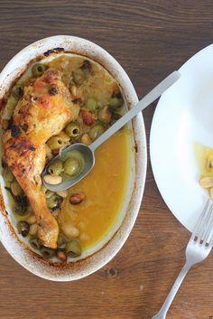 Lorsque je reçois des amis à diner j'ai quelques plats favoris qui remportent tous les suffrages, dont ce poulet aux olives vertes, citr...